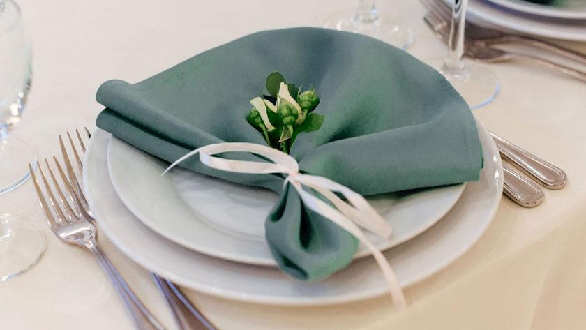 3aaa66726cab4d82bf5ccfd53cf45dd0 - ۱۰ ایده برای استفاده از رنگ آبی کله غازی در عروسی