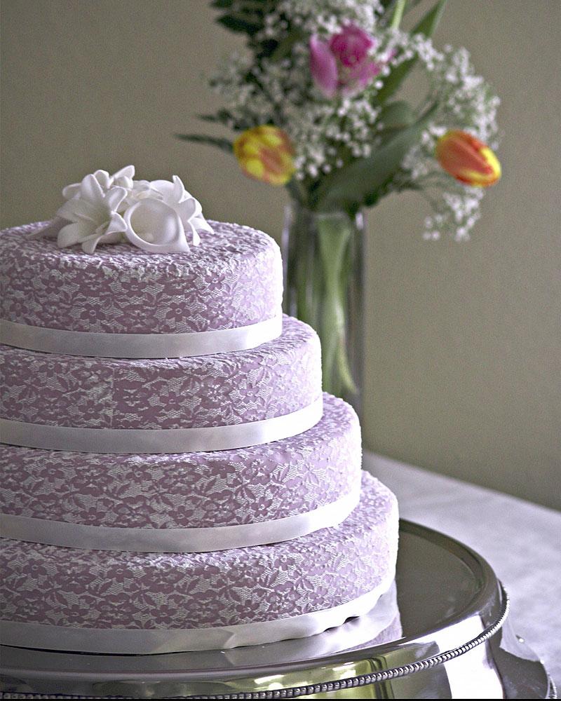 4a6c93b5 8bb0 4b56 98b2 2d9daec80514 - ۵ طرح کیک عروسی که عاشقش خواهید شد