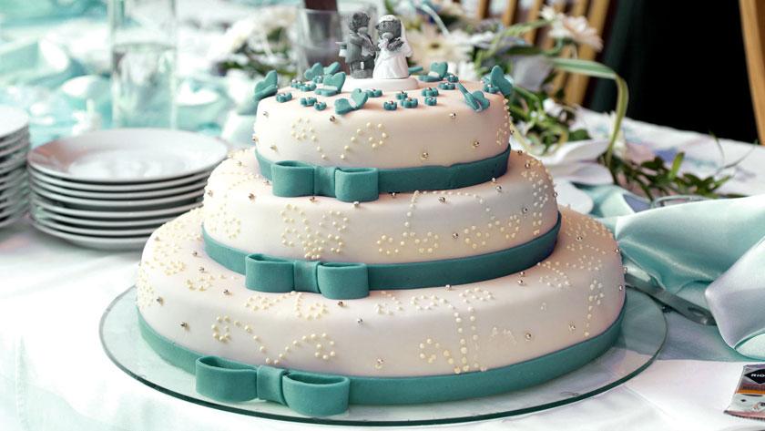 6137251c78d64703bef2added2e38fd0 - ۱۰ ایده برای استفاده از رنگ آبی کله غازی در عروسی
