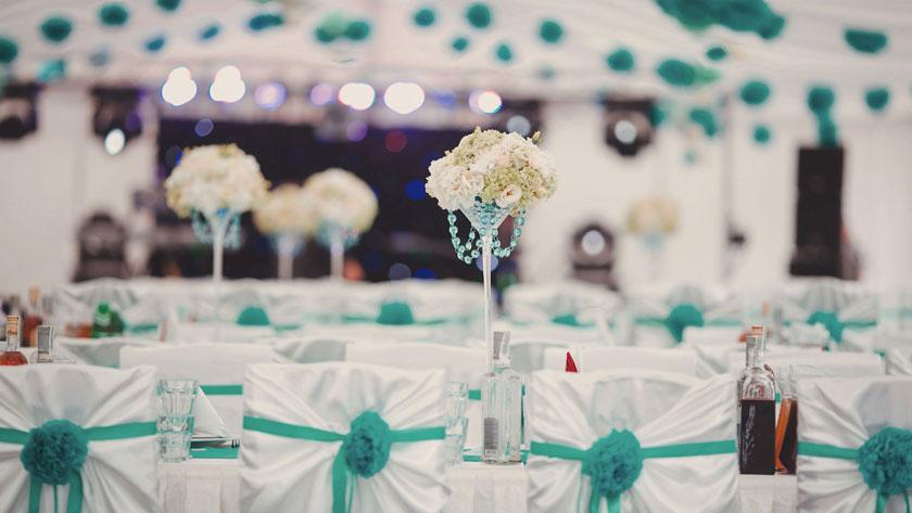 6e08ac6ca9fa45989e044565b5d6f033 - ۱۰ ایده برای استفاده از رنگ آبی کله غازی در عروسی