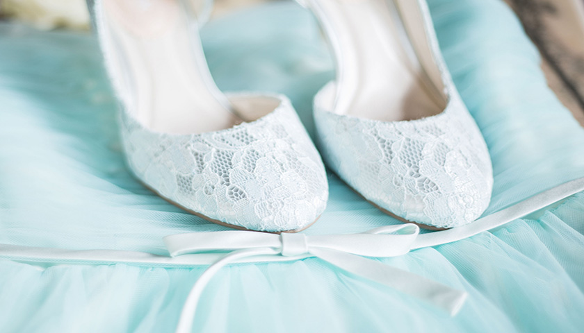 927b690954cc4b3b992e36a48a383d89 - کفش سفید عروسی