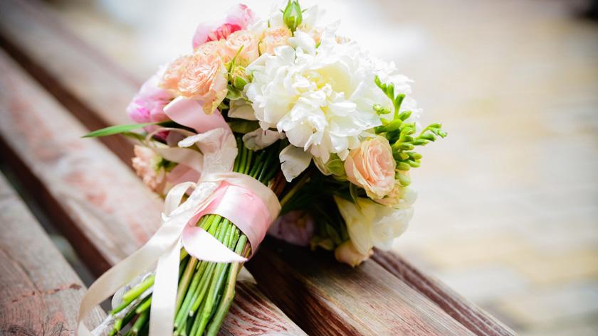 9be6d26093cf45bcaa99e240183190bf - پنج ترفند برای پیدا کردن دسته گل عروسی مناسب