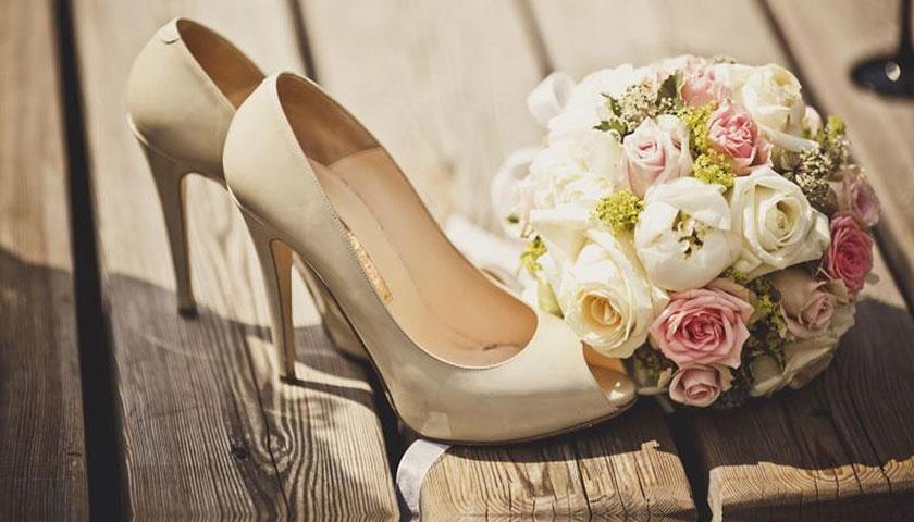 a048a190cb264ef58b6531cd4cc6ad64 - کفش سفید عروسی